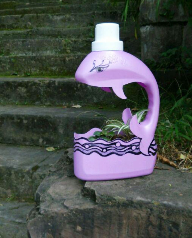 空洗衣液瓶子不要扔,只需几步就能变成漂亮的花盆 家务妙招 第5张