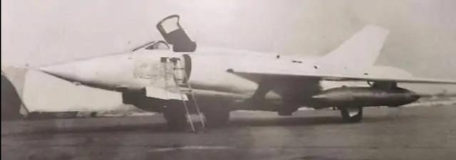 1971年,杨国祥投掷氢弹失败,他放弃逃生选择与氢弹共存亡