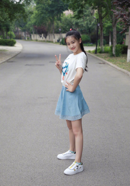 """田亮晒女儿称""""小巨人"""",森碟身材高挑,大腿充满肌肉线条"""
