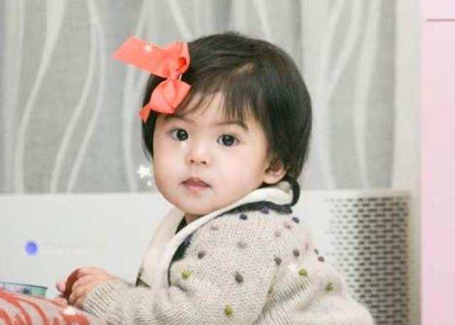 賈靜雯三個女兒顏值不同,但各有優點,一個比一個招人喜歡
