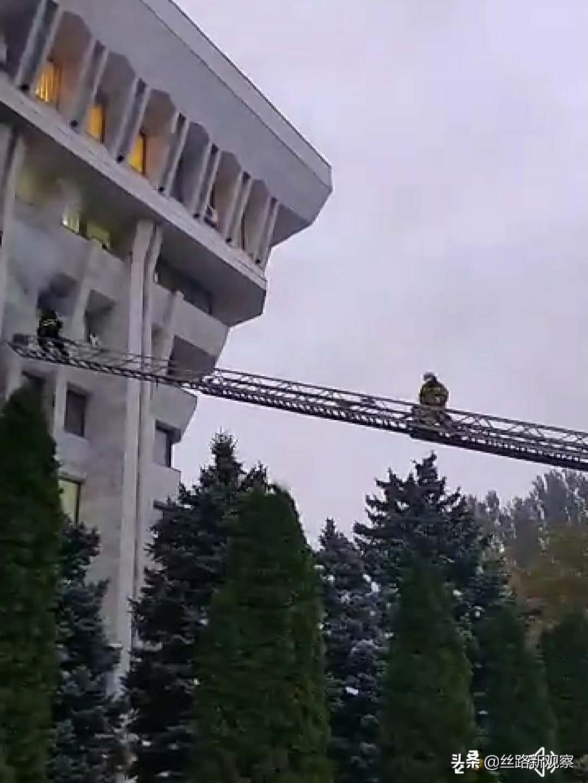 快讯!反对派占领白宫要求重新举行议会选举 吉国前总统被释放