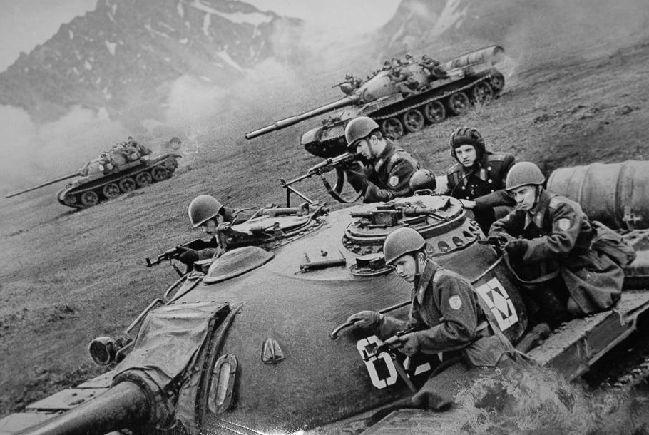 二战时期,日本为何不北上帮德国打苏联,而是南下挑衅美国?