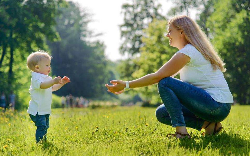 「育儿」12张图解答婴儿每个月的成长变化