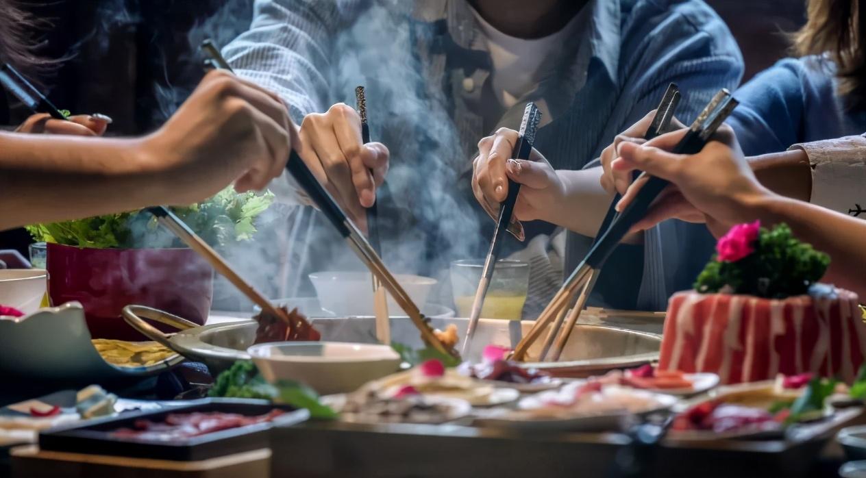 火锅烧烤食材超市火爆,在家吃火锅拍照分享成为时尚
