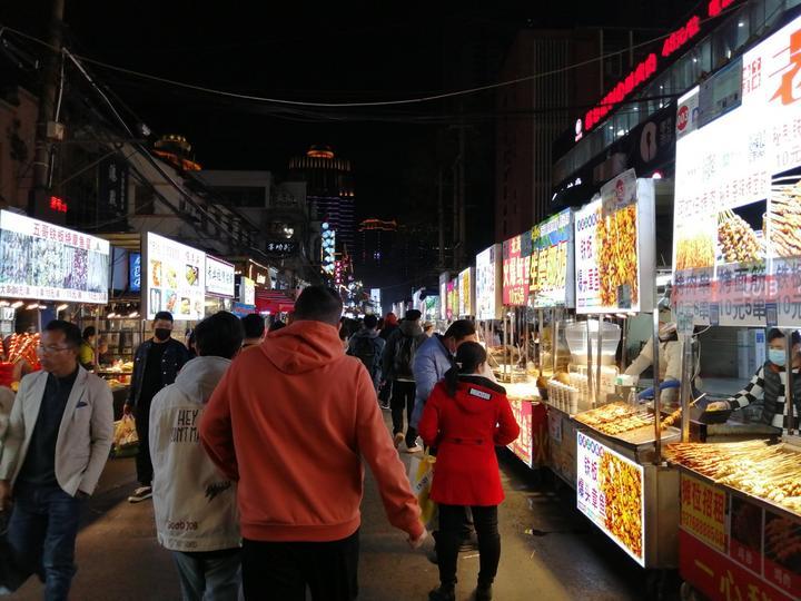 中山路美食街响彻四方,但南宁人却去得少了,去探访原因所在