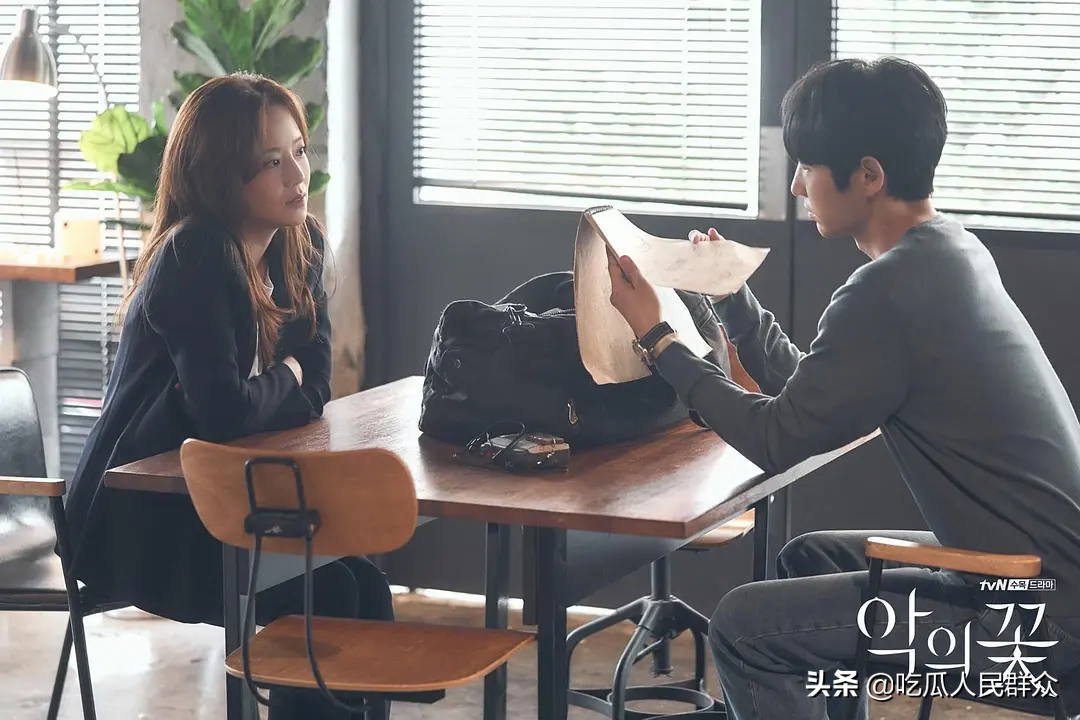 韩剧《恶之花》剧情高能反转,第八集已经展现了幕后凶手以及底细 一、不断的反转 二、主要线索 三、幕后真凶 四、最后的去世者 :恶之花 韩剧