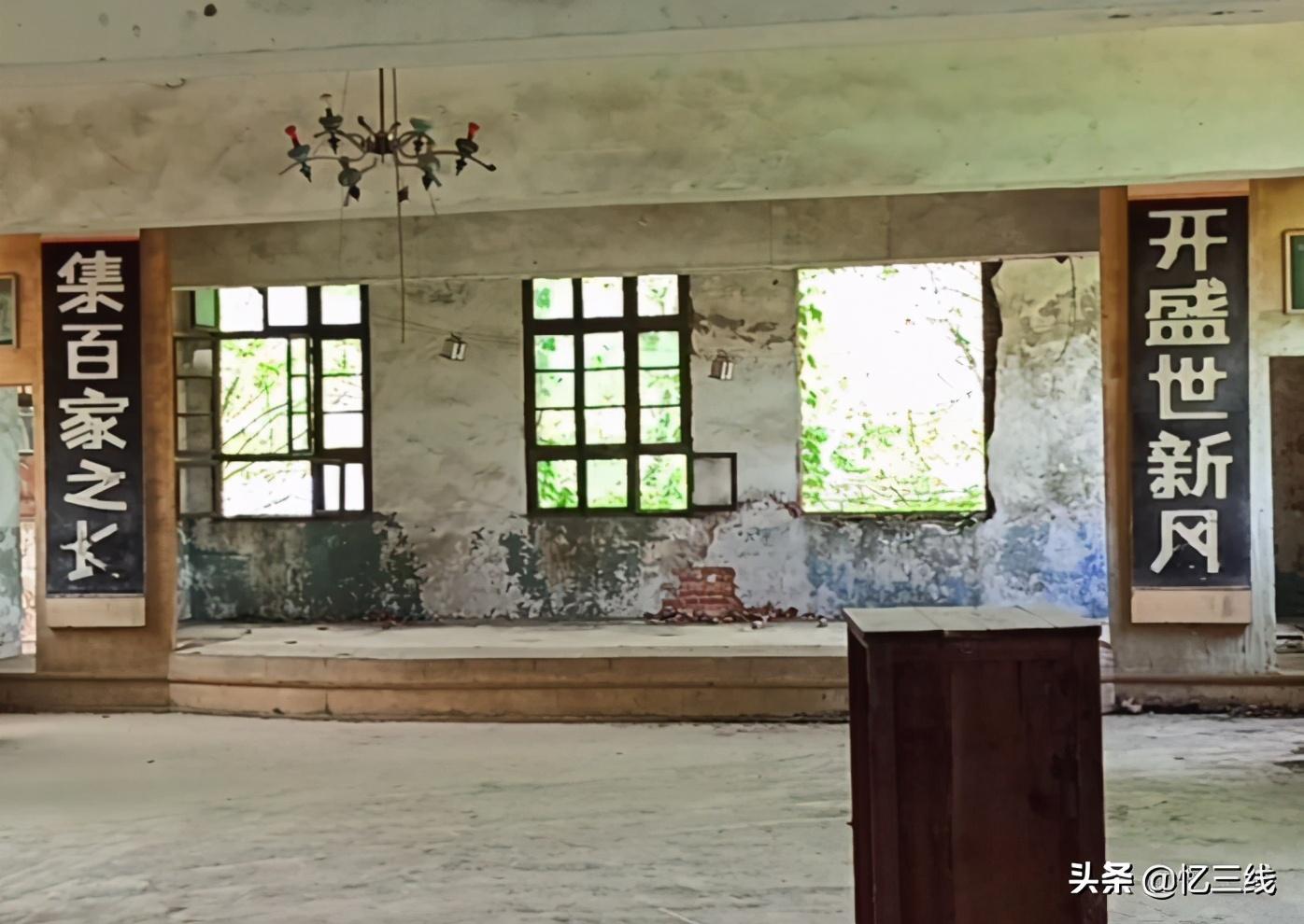 """西安废弃的军工厂,""""熊猫""""牌手表风靡全国,如今改建成艺术区"""