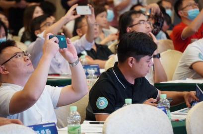 """""""后疫情时代""""中国职业教育路在何方?"""