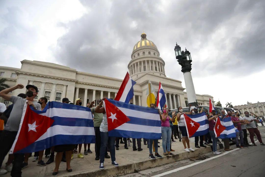 """要動手了? 拜登喊話""""與古巴人民站在一起""""後,美市長建議轟炸"""