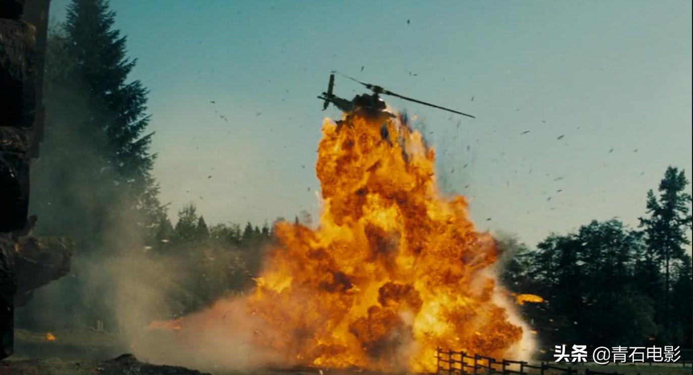 一个人就敢单挑直升机?07年的好莱坞大片,放今天看仍是:过瘾