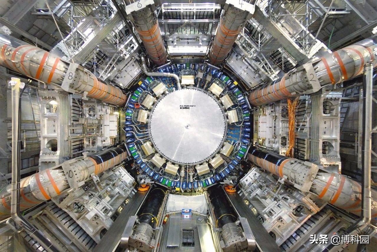 重磅发现:上帝粒子衰变成两个µ子,并能与第二代粒子相互作用