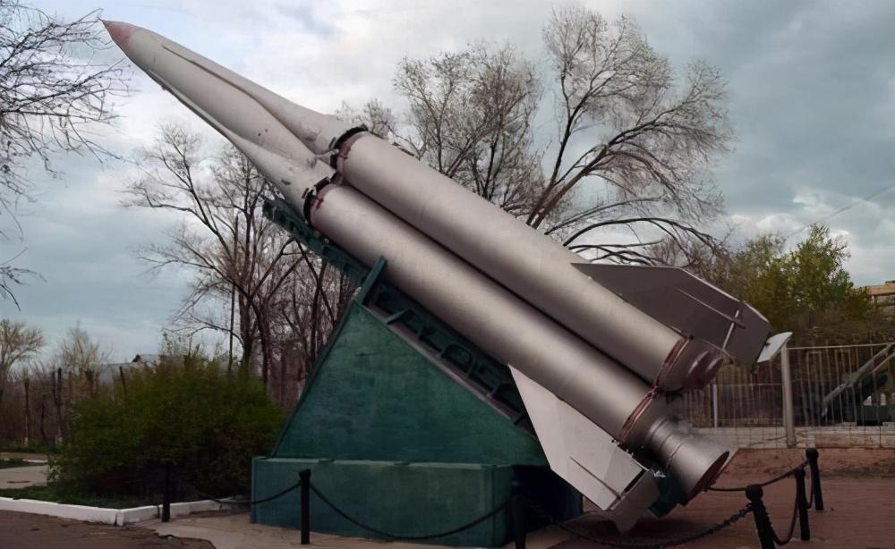 导弹总师意外掉入火箭燃料罐,死状惨烈