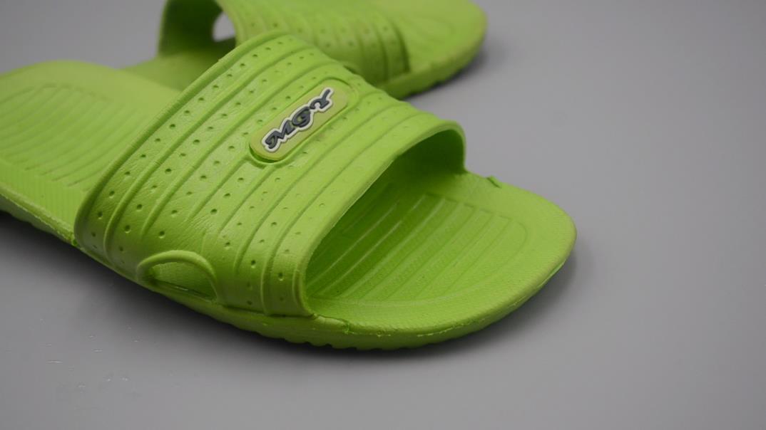 不管拖鞋多髒多黑,簡單的泡一泡,一年沒洗的拖鞋立馬干淨如新