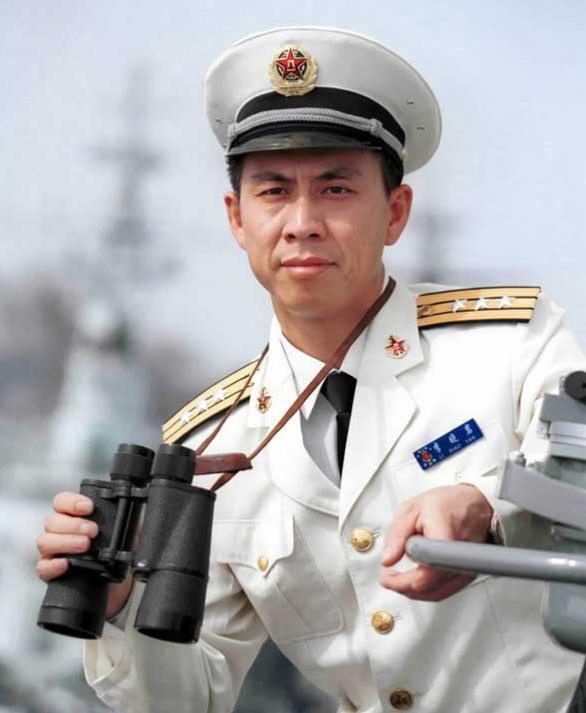 刘华清:64岁踮起脚看别人航母,让人心酸,晚年终被邓小平重用