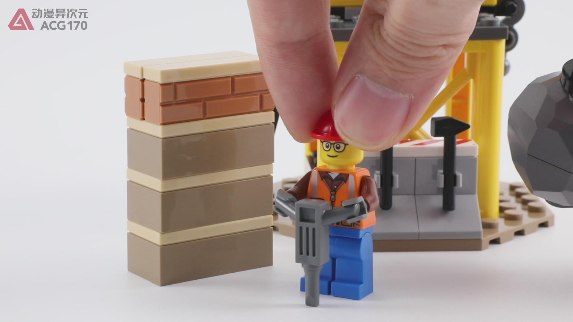驾驶工程推土机,清理城市废弃墙砖。乐高积木60252城市图文评测