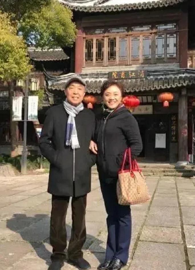 """""""相声名家""""师胜杰:抗癌失败66岁离世,妻子一句话让人揪心"""