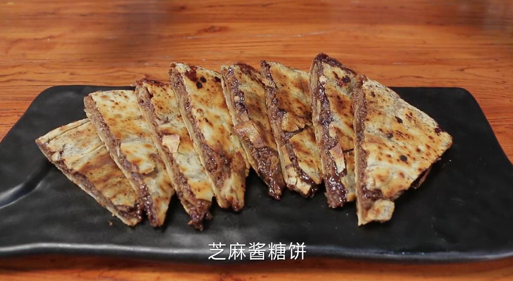 老北京芝麻酱糖饼,酥脆香甜我有妙招,配方精准到克快试试吧! 亨饪技巧 第8张