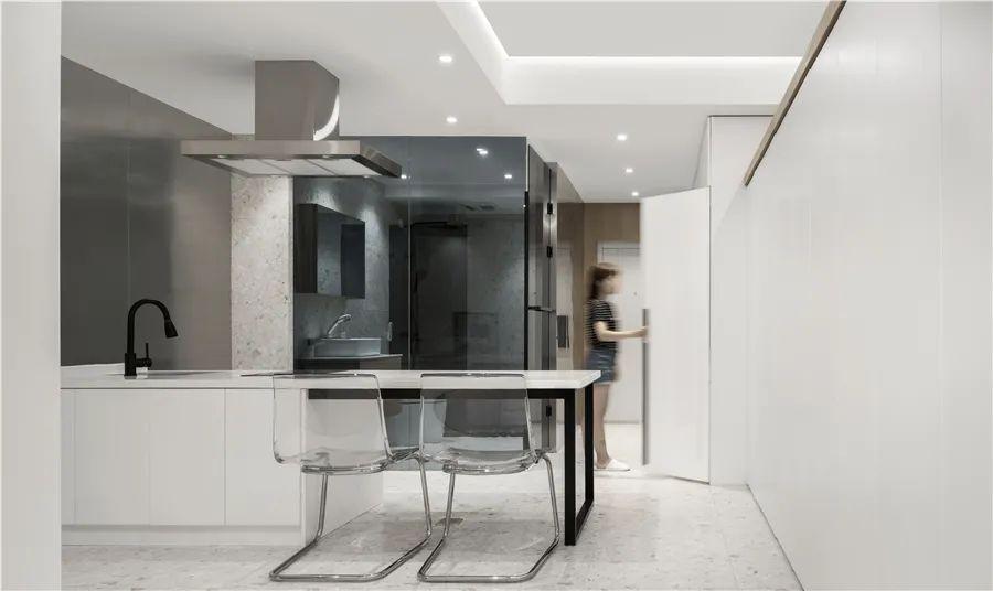 45㎡简约小公寓,狭长户型空间,通透格局+玻璃材质,小巧精致