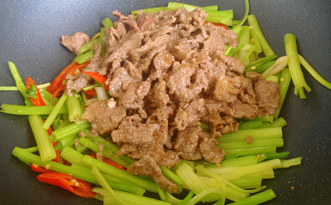 炒牛肉:腌制这一步很重要,分享详细做法,牛肉又嫩又香不柴不腥 美食做法 第8张