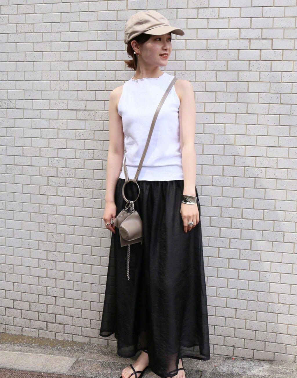 永远都穿不腻的裙子!看看这些优雅的裙装搭配示范,时尚又减龄