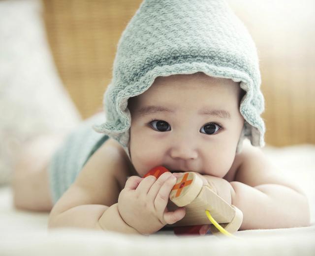 新生儿体重增长有规律,宝宝健康心里有数