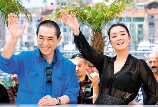 巩俐陪72岁老公排练音乐会,亲自掌镜拍视频,共庆她55岁生日