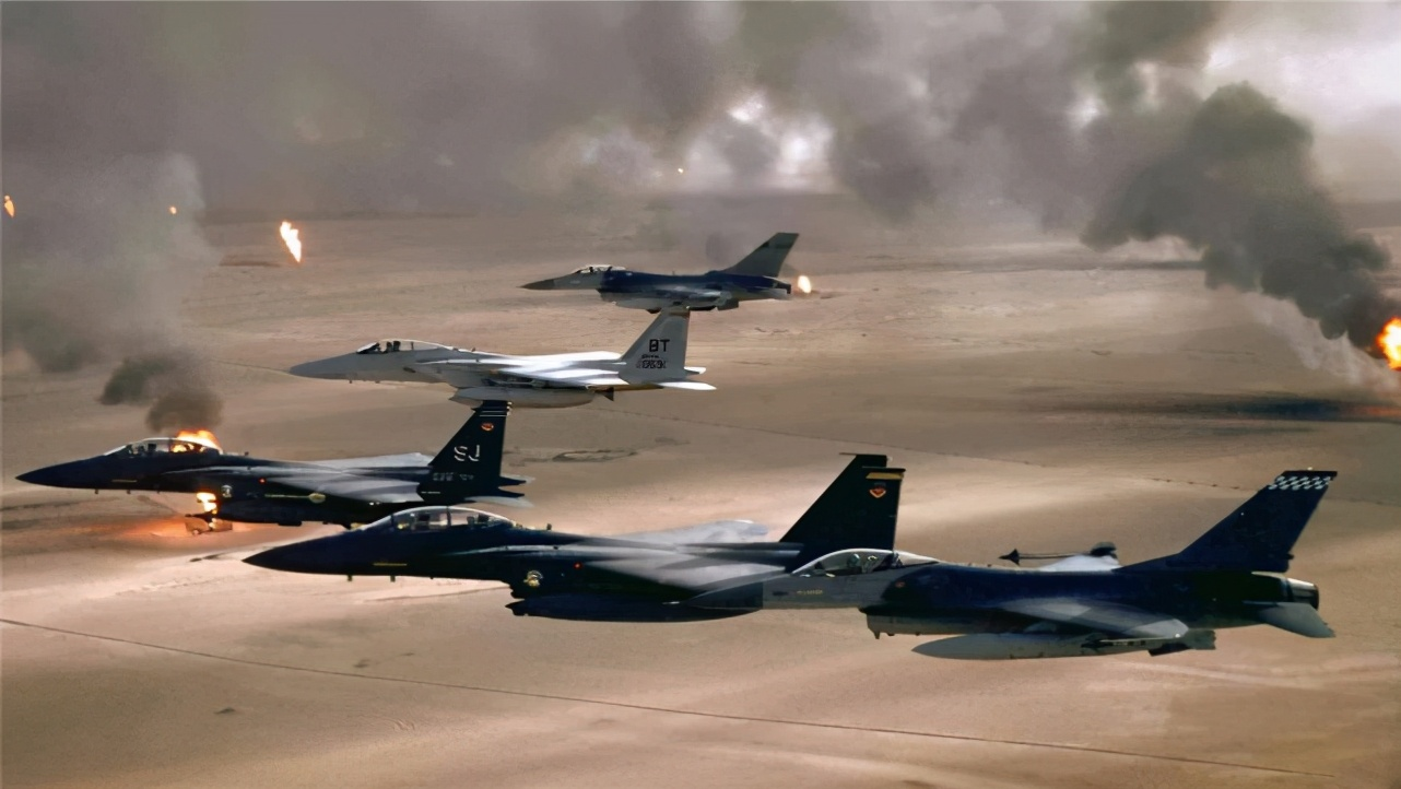 伊拉克42天损失2千亿,士兵阵亡25000人,这一仗给各国提了个醒儿