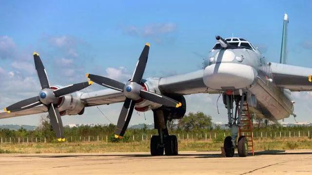 世界上航程最长的轰炸机,可绕地球飞行80圈没有任何一国敢击落