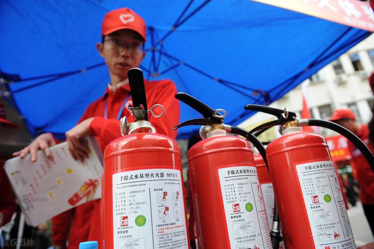 昆明消防器材厂家云南浩鸿消防设备告诉您如何选择家用灭火器