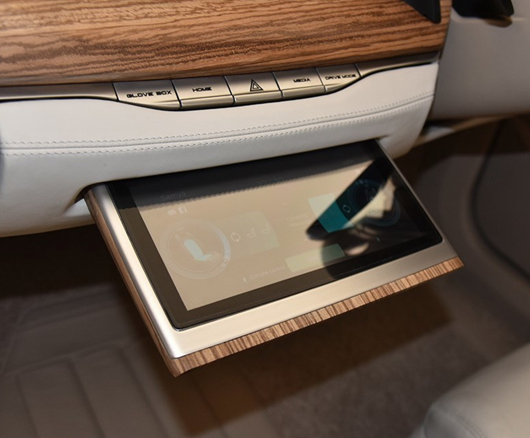 路虎平臺造新能源汽車,外觀酷似比亞迪漢,搭2塊大屏僅20萬起
