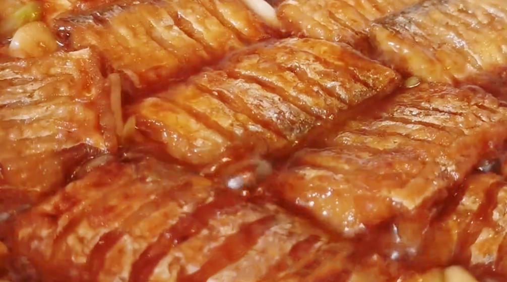 带鱼百吃不厌的做法,加1个鸡蛋,不油炸不清蒸,鲜香肉嫩无腥味