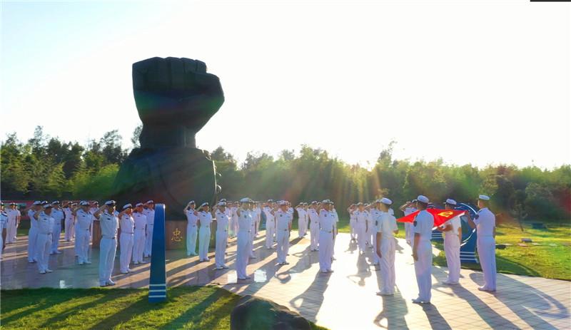 """东部战区海军某驱逐舰支队举行""""百人宣誓""""活动"""