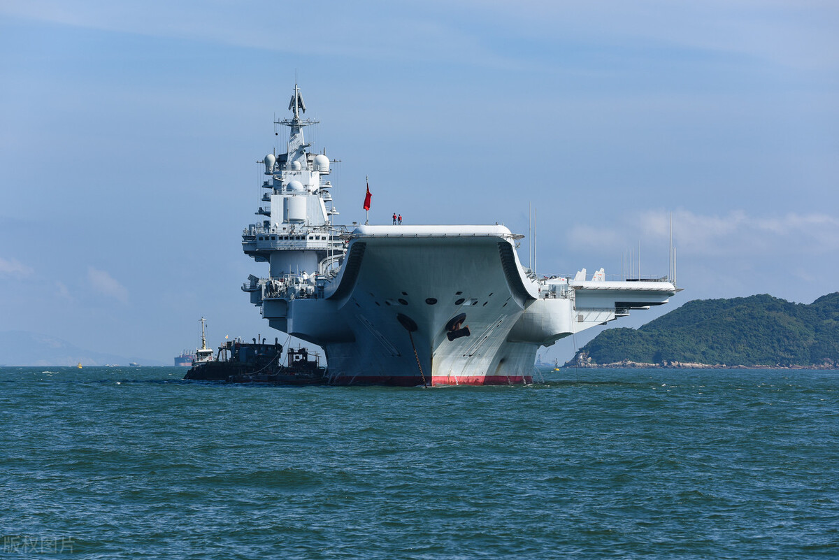 """中国""""辽宁号""""航母等6舰艇通过冲绳"""