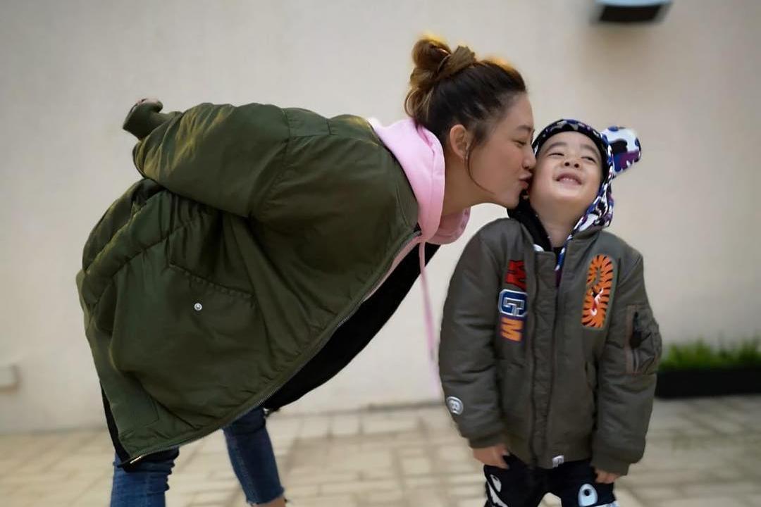 李连杰女儿6个月开始补习!盘点5位「明星虎妈」对孩子的培养