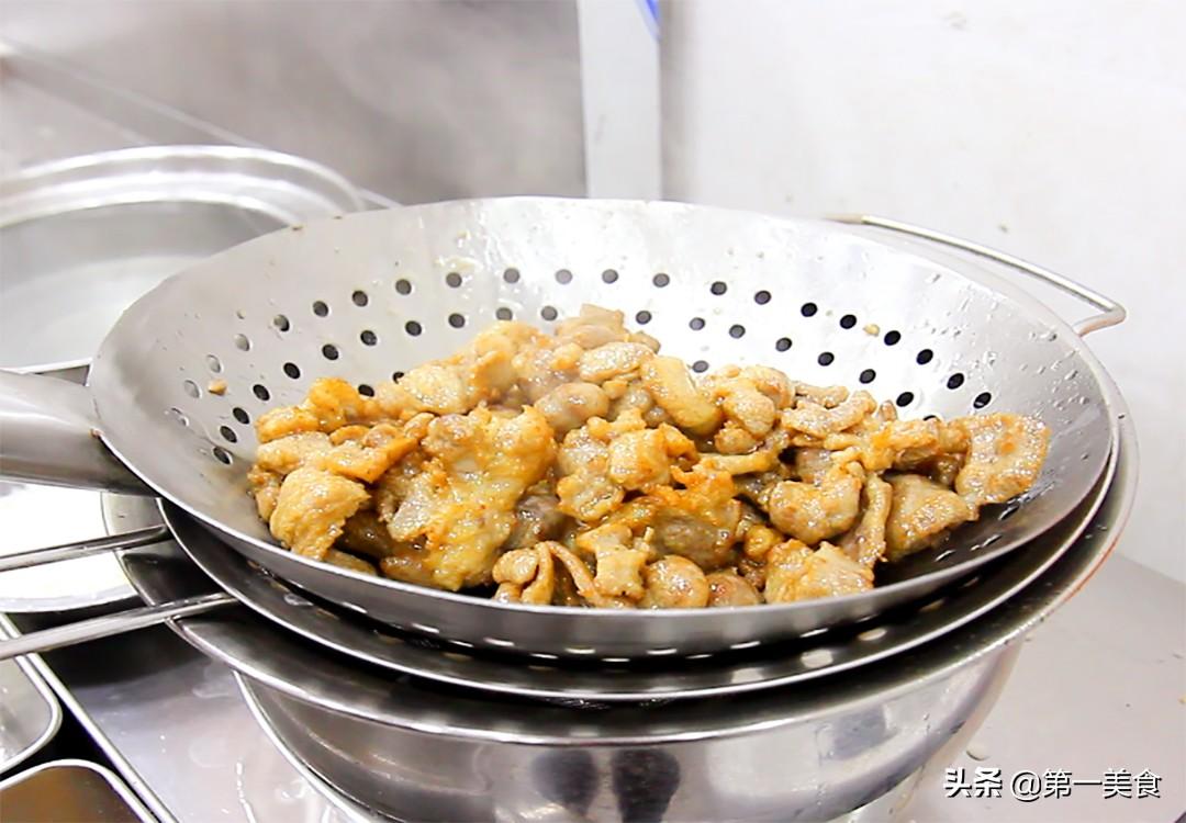 做孜然羊肉,要不要先滑油,厨师长分享地道做法,鲜嫩滑口又不膻 美食做法 第9张