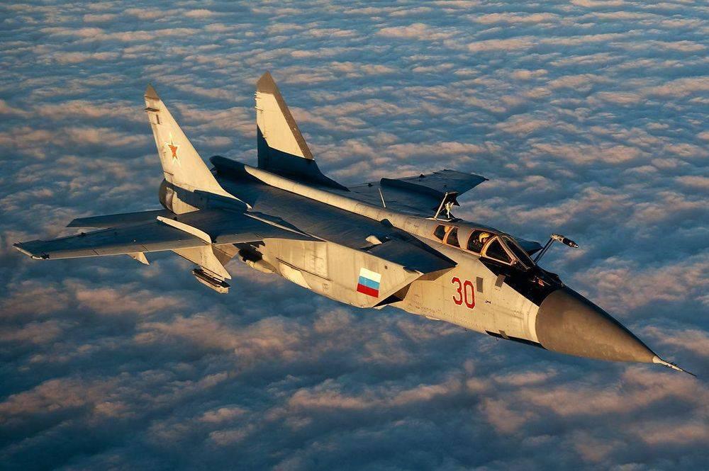 针锋相对!英国航母在中东实战,俄罗斯不给面子,展开地中海军演
