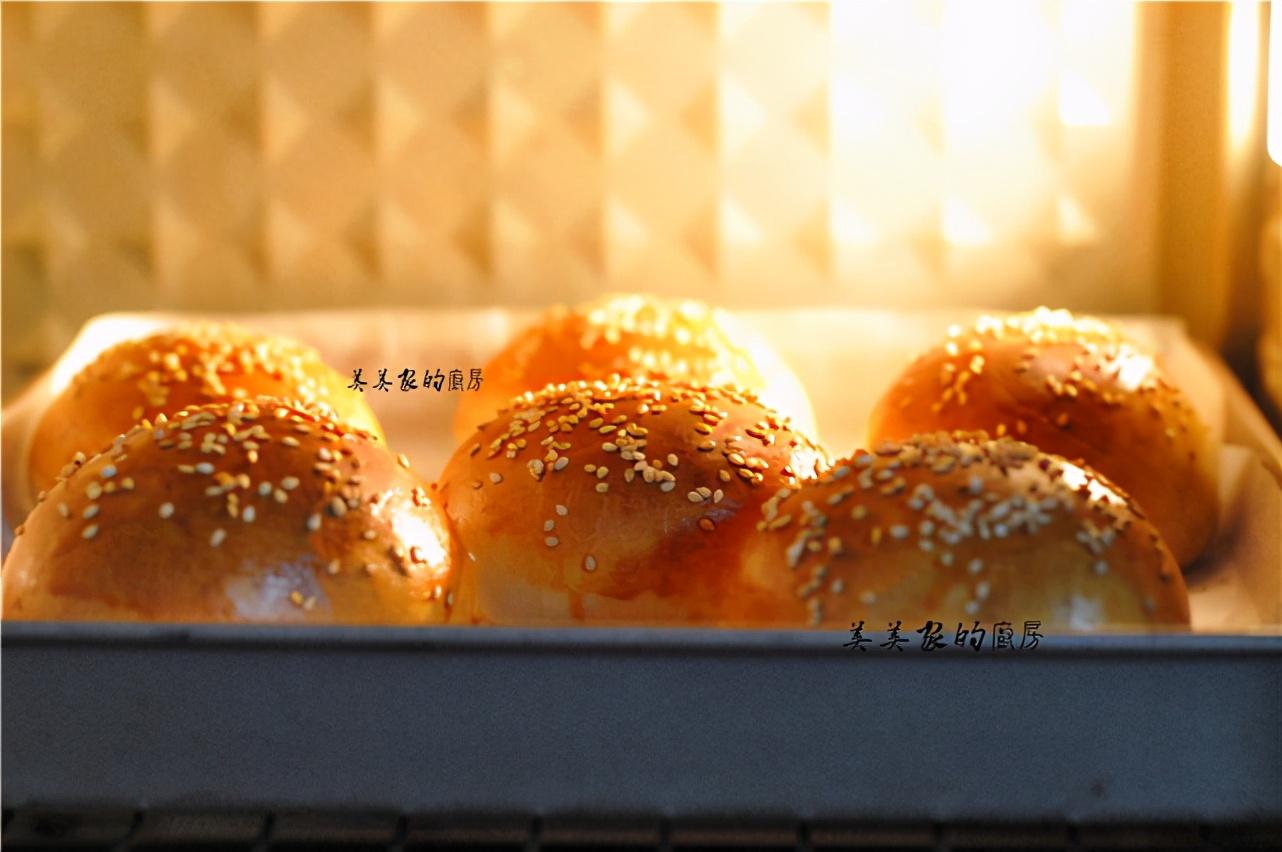 家有烤箱一定要試試,不用黃油的漢堡坯,柔軟拉絲,比買的好吃