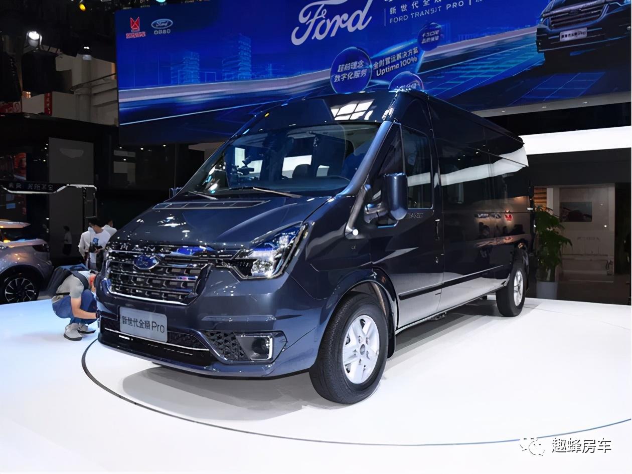 趣蜂首款自动挡C型房车,精致内饰加48V锂电的趣蜂全顺Pro C6房车