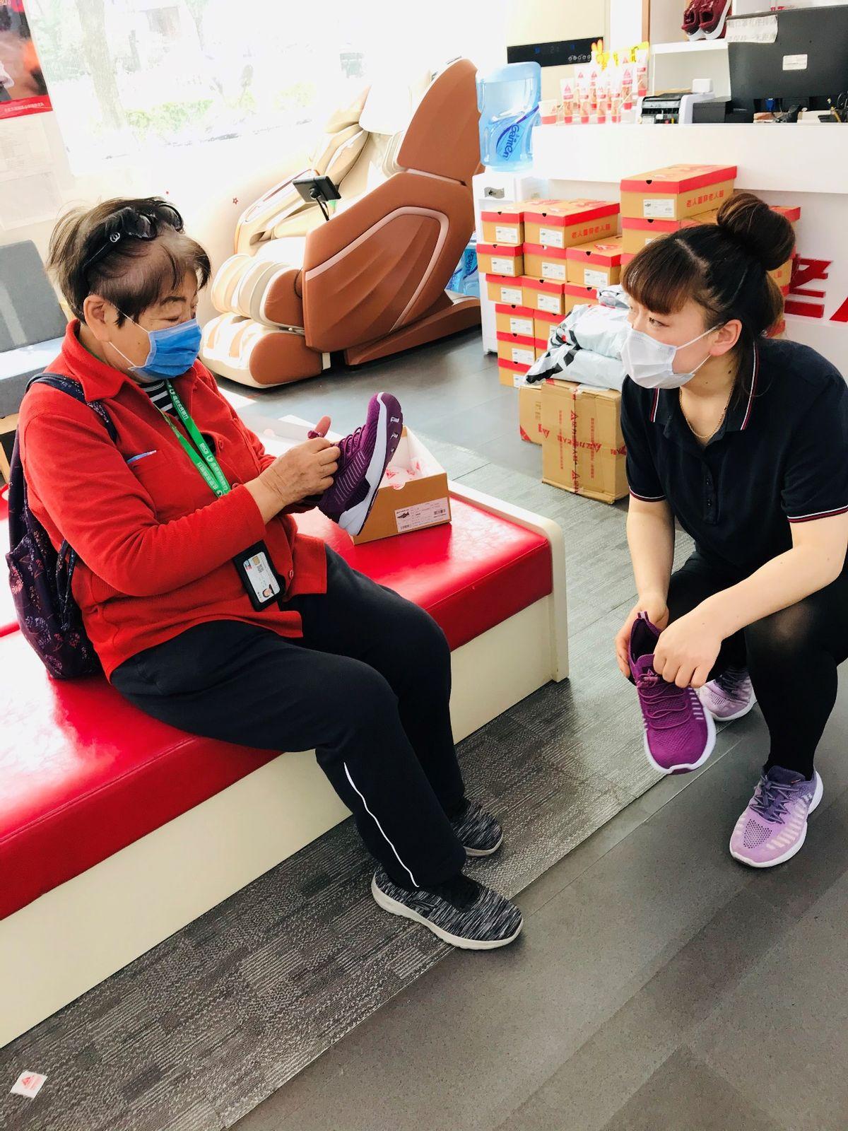 """走进足力健睢县产业园 了解创始人张京康对一双""""老人鞋""""的执着"""