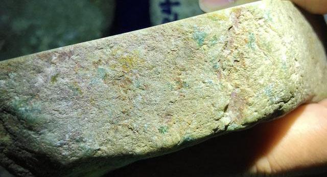 木那场口的翡翠原石皮壳砂发特征,是如何判断玉料的种质呢?