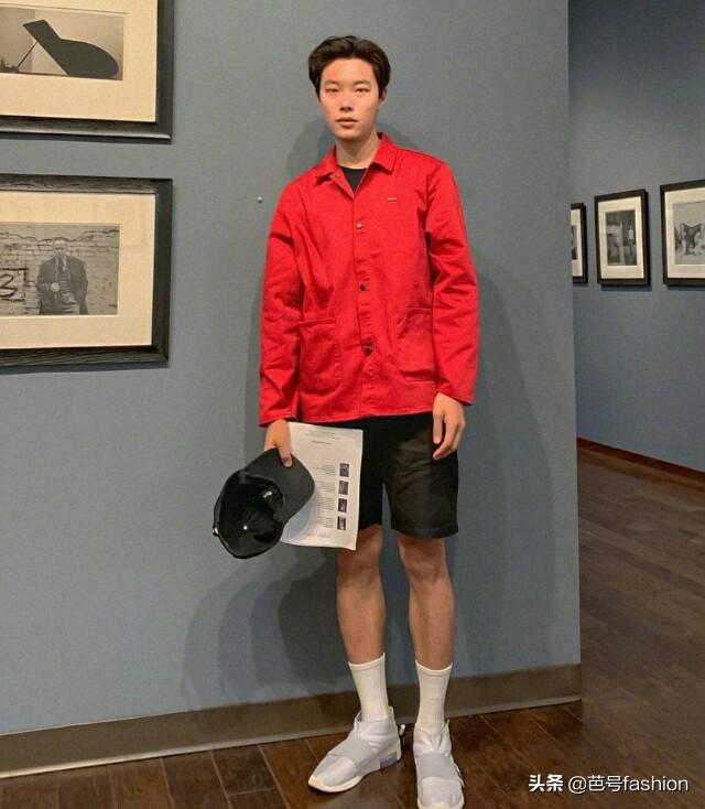《请回答1998》剧中的柳俊烈,日系风格穿搭,特休闲且显身材