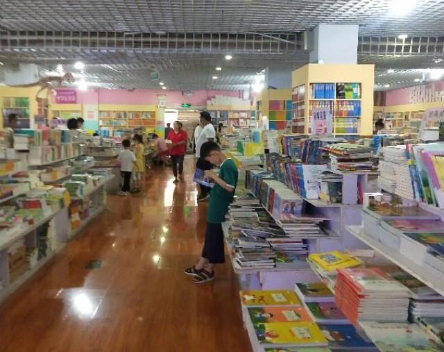 这才是孩子该来的地方,该做的事儿,让书香浸润孩子的心田