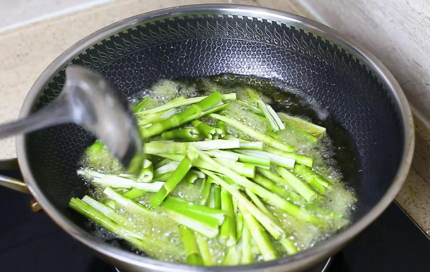 湖南人最爱春笋这做法,咸香开胃 美食做法 第3张