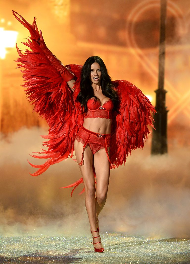 超模利马:骨子里透着坚韧与美丽,把自己塑造成剑的女人