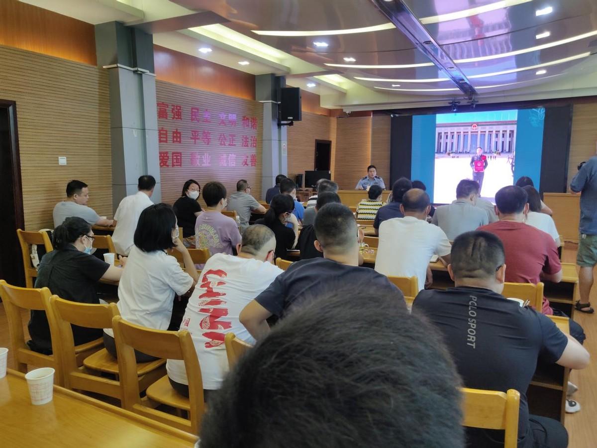 江汉区劳动者先进事迹宣讲团走进自然资源和规划部门