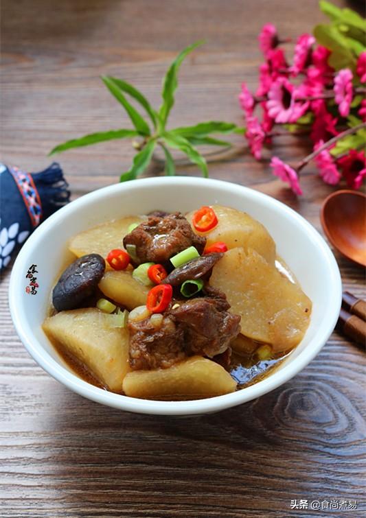 这几样食材做炖菜,鲜香又润燥,每次炖一锅,汤汁不剩吃光光