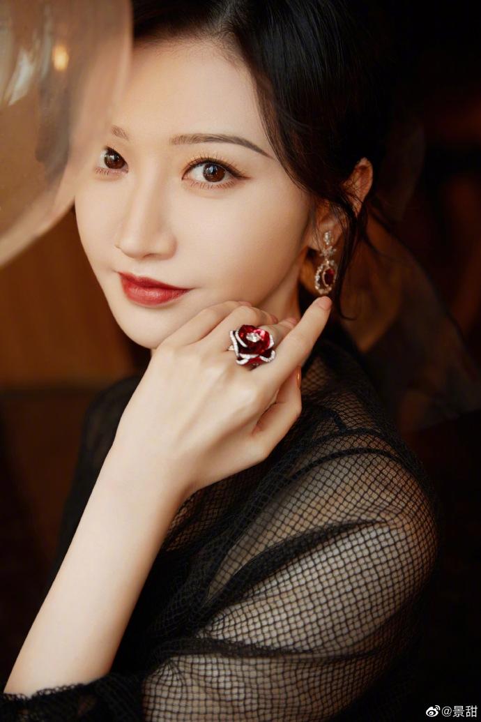 Dior红毯首饰:刘嘉玲65万4层罗盘项链尽显豪气,景甜演绎富贵花