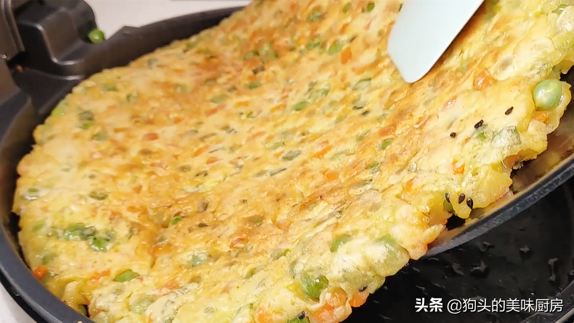 豌豆不要炒着吃了,加两个鸡蛋,比吃肉还香,上桌就抢光 美食做法 第13张