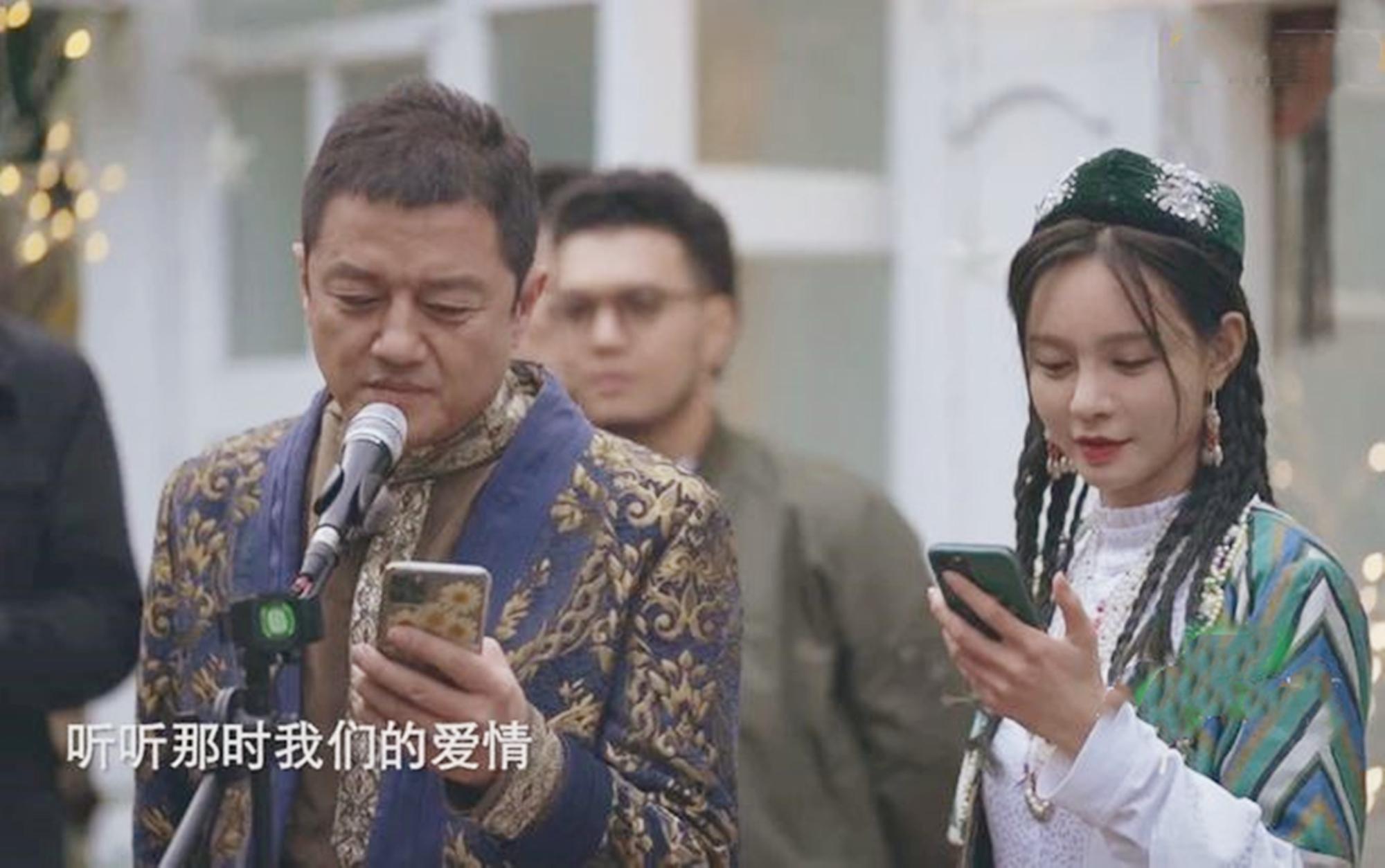 离婚7年!李亚鹏与她对唱前妻王菲的《因为爱情》,活得真坦荡