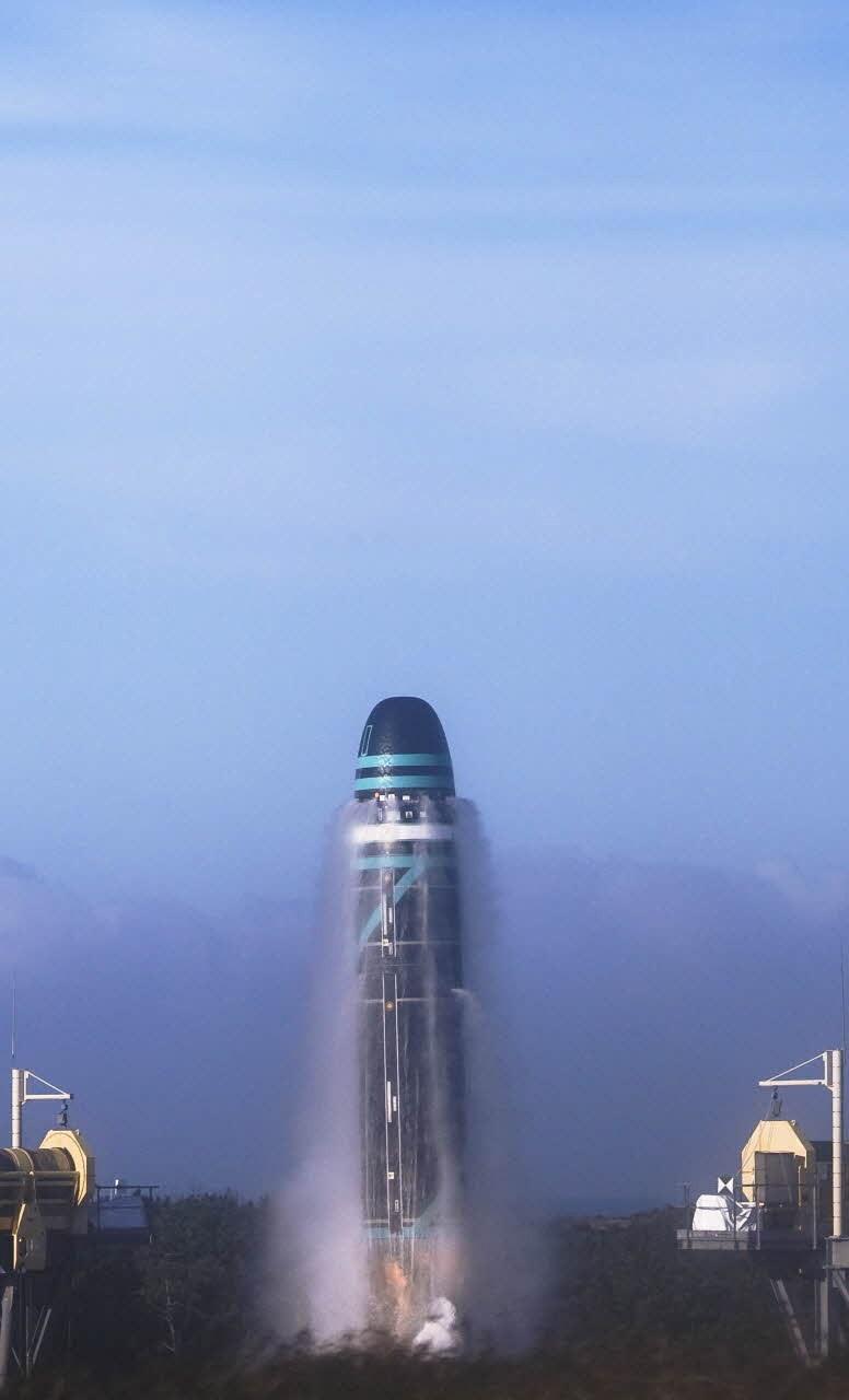 一枚潜射洲际导弹射向百慕大,美国空军顶级侦察机出动,近距窥视